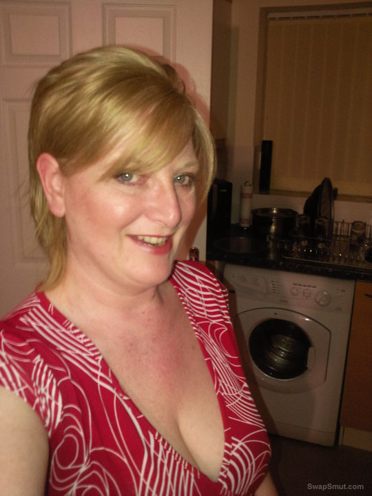 Big Tits Babe Reluctant To Show Her Giant Tits