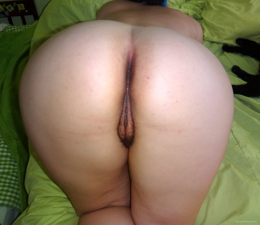 BBW With Round Ass Shows Her Hairy Ass And Pussy