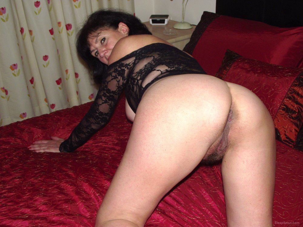 Amateur couple films their sexcapade in their hotel room 10