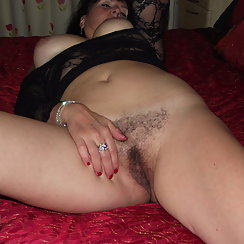 Seductive Mature Woman Looks Great With Hairy Pussy