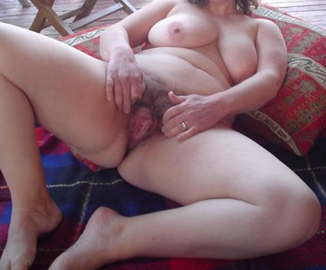 Hairy BBW Babe Spreads Her Pussy And Masturbates Her Wet Pussy