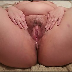 BBW Girl Spreads Her Hairy Pussy Wide