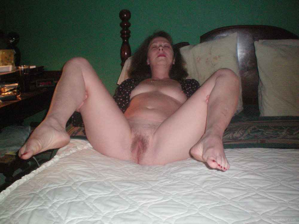 Babe Has Such A Juicy Hairy Pussy