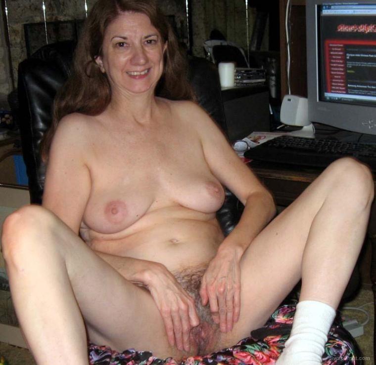 Older women hairy pussy pics