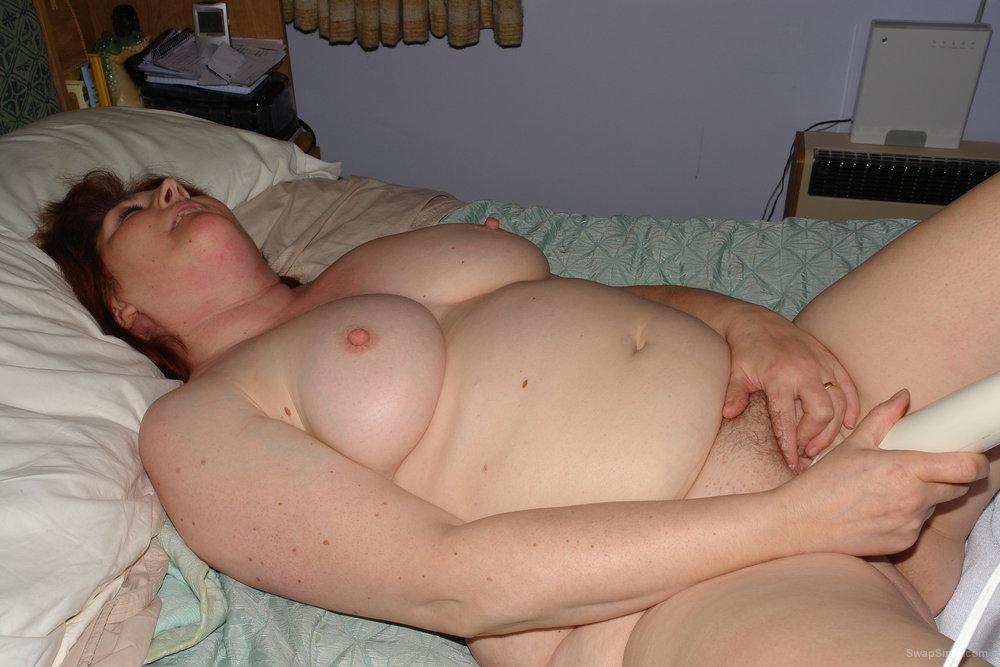 Русская женщина пристает к молодому с сексом. Порно и секс ...