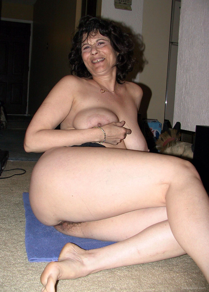 Babe Has Very Hot And Wickedly Bushy Pussy