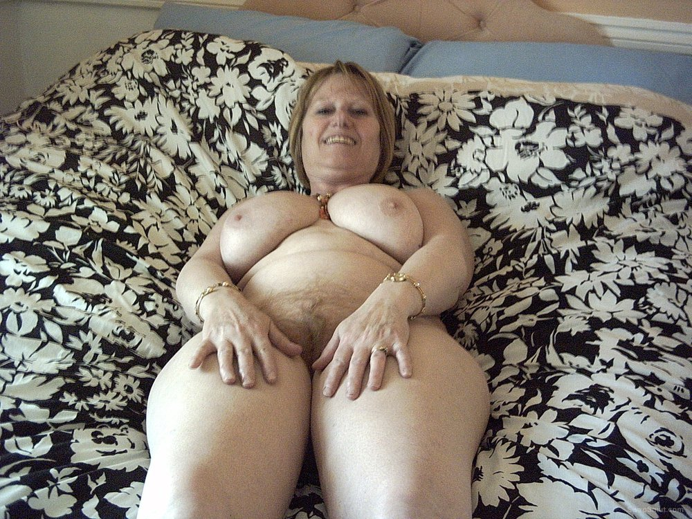 Hairy Babe Shows BBW Body And Pussy