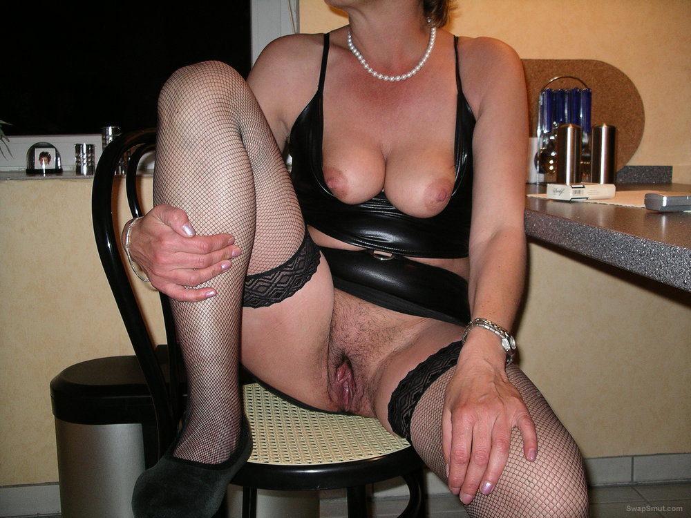 Hot Mature Woman With Hairy Pussy Rides Dildo Like A Pro