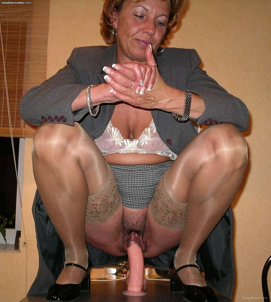 galeries Riding pussy mature