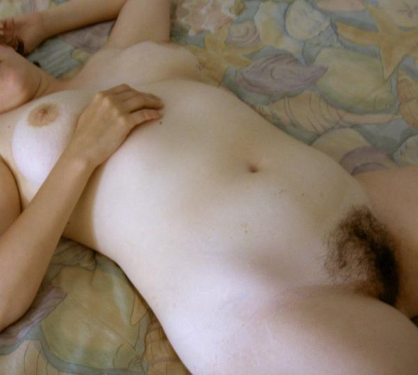 Hot Babe Shows Hairy Twat To The Camera With No Remorse