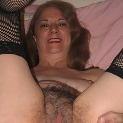 Sexy Mature Woman Has Grey Pubes
