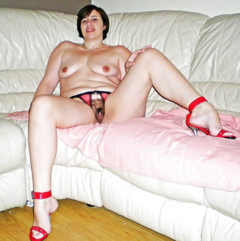 Sexy Babe Masturbates Her Tight Hairy Pussy