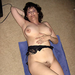 MILF With Stunning Body Shows Us How Sexy She Is