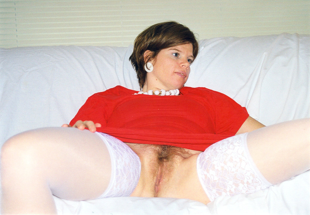 Tasty Babe Looks Great Showing Her Hairy Pussy