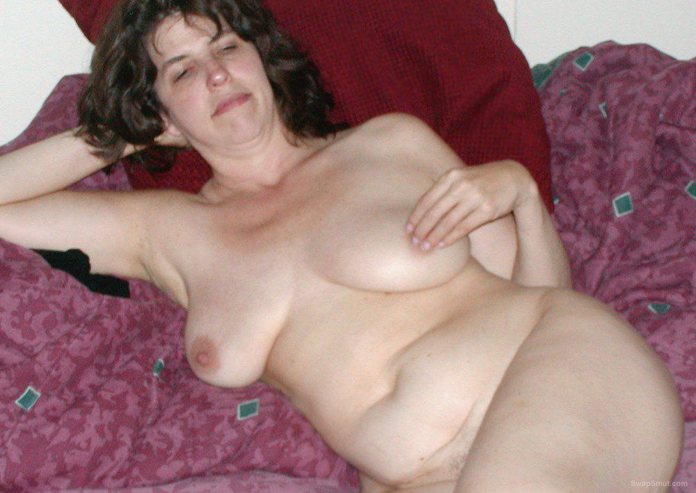 MILF Loves To Masturbate Her Tight Hairy Pussy