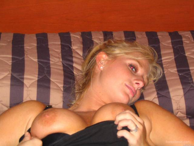Hot Blonde Has A Nice Landing Strip