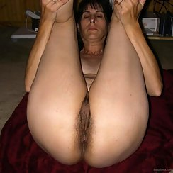 MILF Has A Very Nice Ass And Hairy Pussy Combo